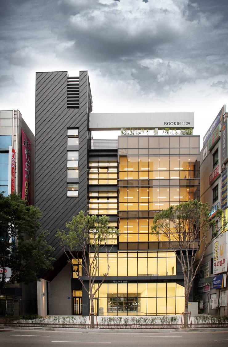 건물 전경: 라움플랜 건축사사무소의