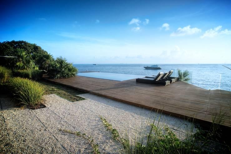 Terraza o alberca con Vista al Mar Caribe: Terrazas de estilo  de sanzpont