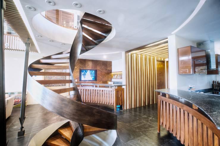 Escalera principal: Pasillos y vestíbulos de estilo  de sanzpont
