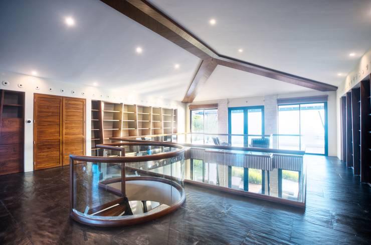 Biblioteca: Estudios y despachos de estilo  de sanzpont