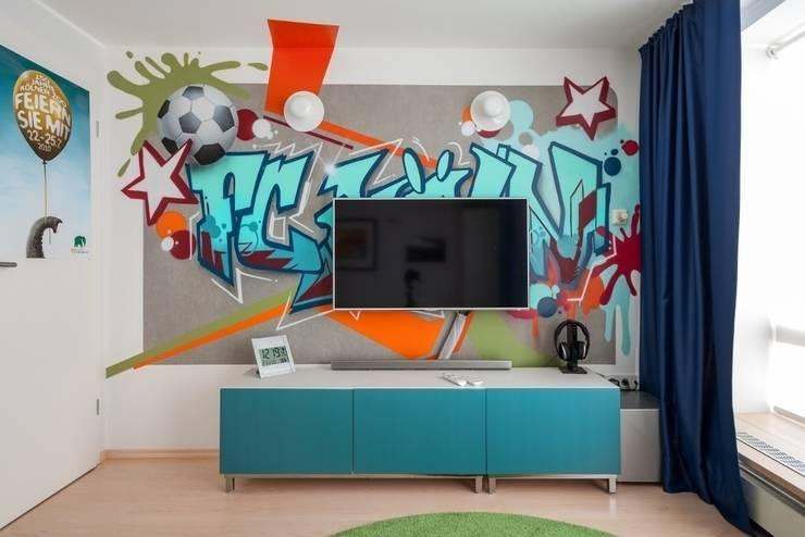 Jungenzimmer mit Graffiti (4): moderne Kinderzimmer von Alexandra Flohs interior design