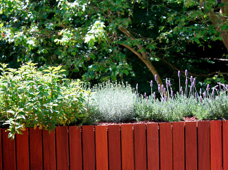 Terraza en Donosti: Balcones y terrazas de estilo  de La Habitación Verde