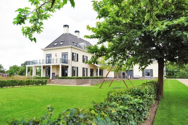 Prairietuin voor spelende kinderen en hobby vee:  Tuin door Hendriks Hoveniers , Landelijk