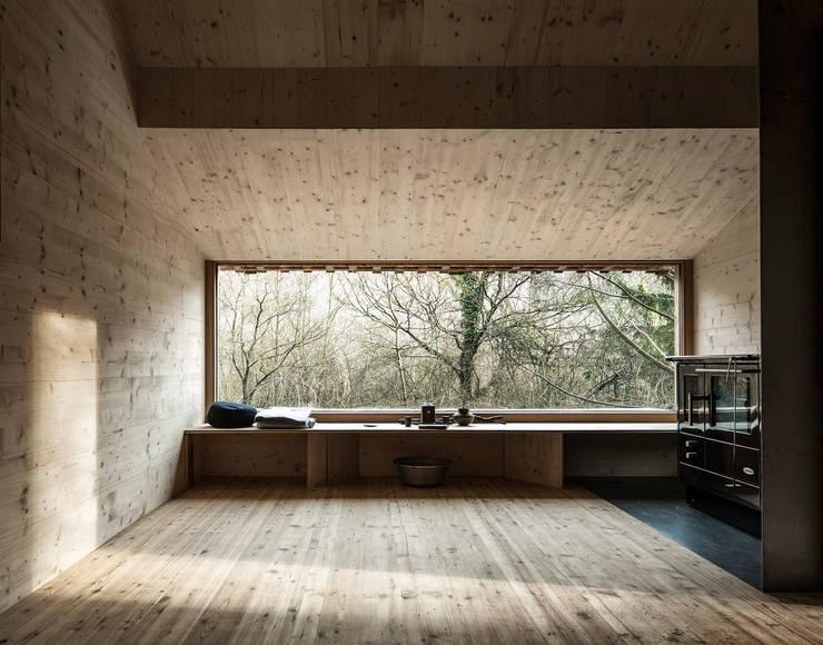 Tom's Hütte:   von Heike Schlauch raumhochrosen
