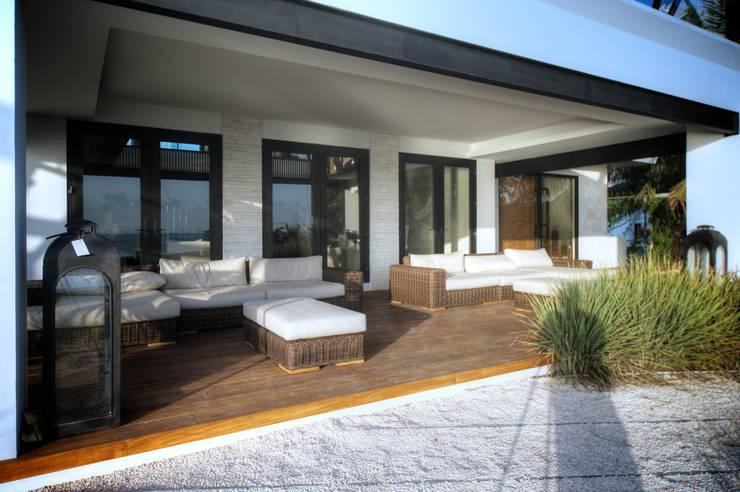 Casa SDLV: Terrazas de estilo  por sanzpont [arquitectura]
