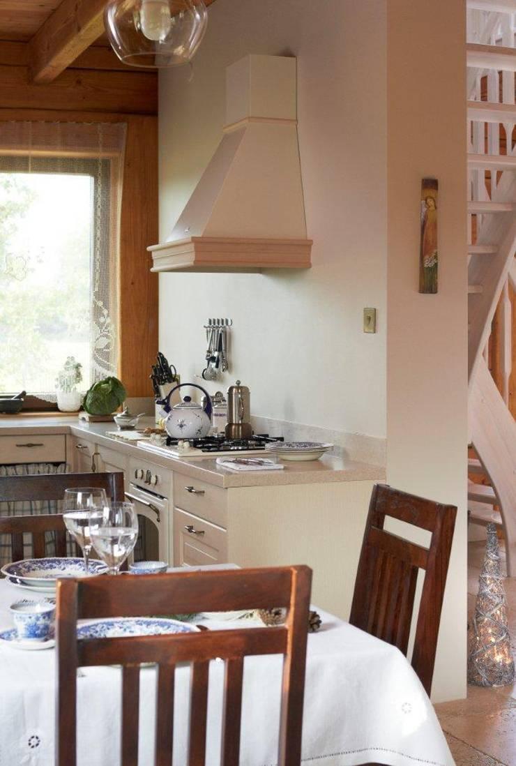 W świerkowych ścianach: styl , w kategorii Kuchnia zaprojektowany przez Pracownia Projektowa Poco Design