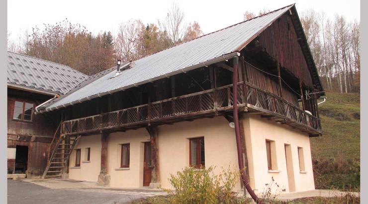 Façade sur cour: Maisons de style de stile Rural par Marie GAMELON-VIALLET architecte