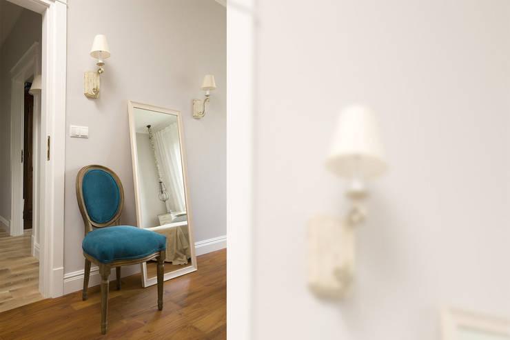 Pastelowy Wilanów: styl , w kategorii Sypialnia zaprojektowany przez Pracownia Projektowa Poco Design