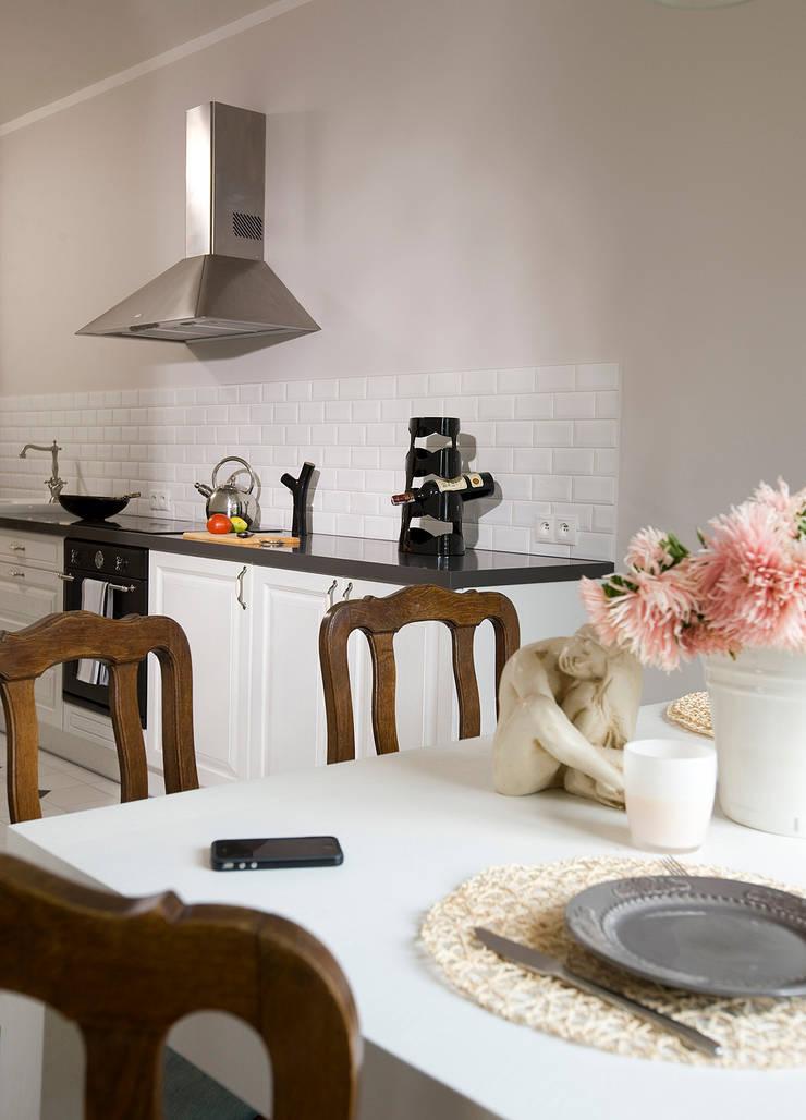 Pastelowy Wilanów: styl , w kategorii Kuchnia zaprojektowany przez Pracownia Projektowa Poco Design