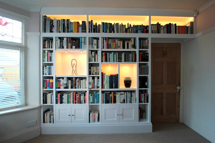 Large fitted bookshelves, white painted:  Study/office by Freebird Fitted Furniture