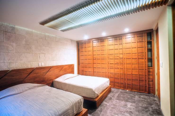 Casa SDLV: Recámaras de estilo  por sanzpont [arquitectura]