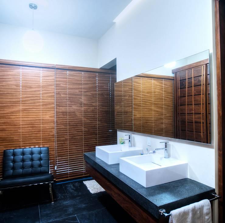 Projekty,  Łazienka zaprojektowane przez sanzpont [arquitectura]