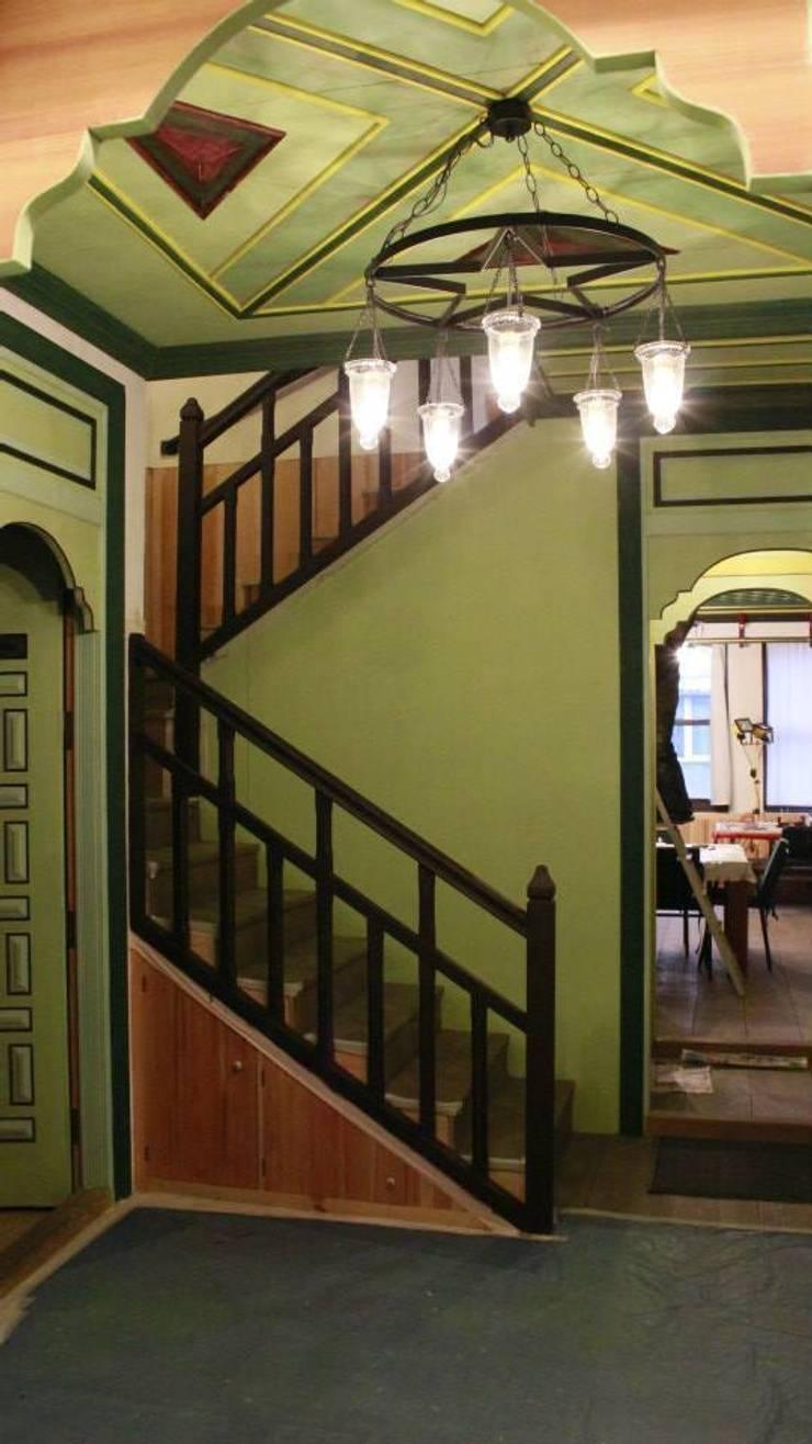 Türk Evi Kütüphanesi – Taşlık:  tarz Oturma Odası