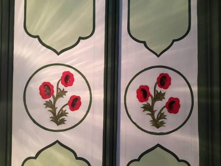 Türk Evi Kütüphanesi – Orta Kat Tavan Süslemeleri:  tarz Duvarlar
