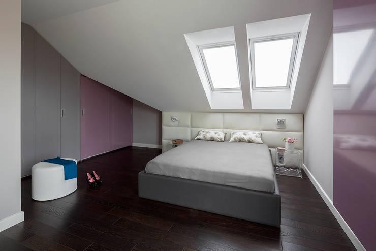 Kolorowy minimalizm: styl , w kategorii Sypialnia zaprojektowany przez Pracownia Projektowa Poco Design,