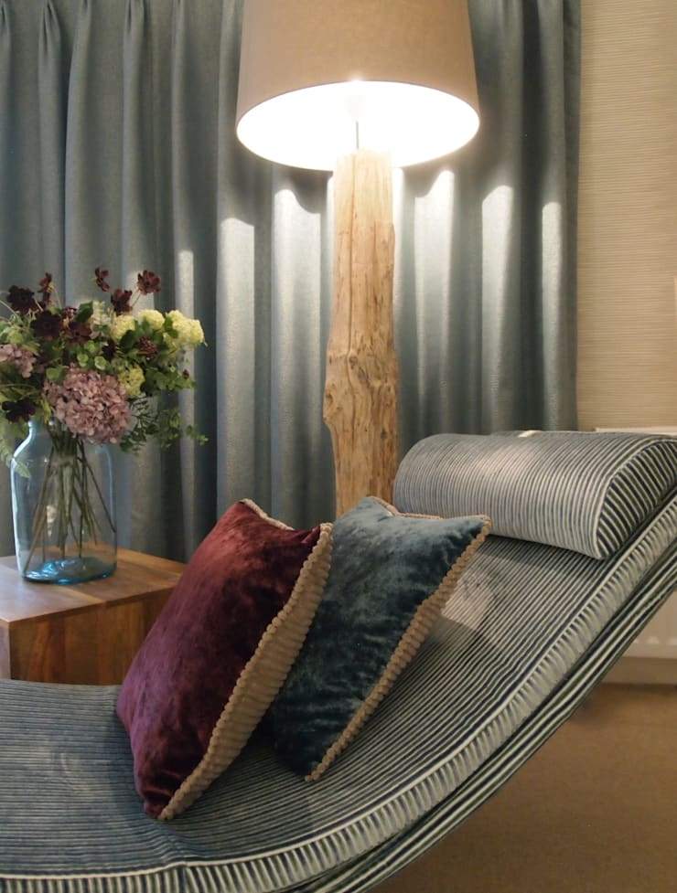 Upholstered Modern Chaise Longue with Driftwood Standard Lamp:  Living room by Design by Deborah Ltd