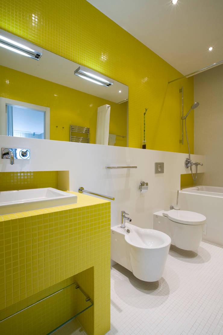 Квартира в Молочном переулке 270 м2: Ванные комнаты в . Автор – Gallery 63, Минимализм