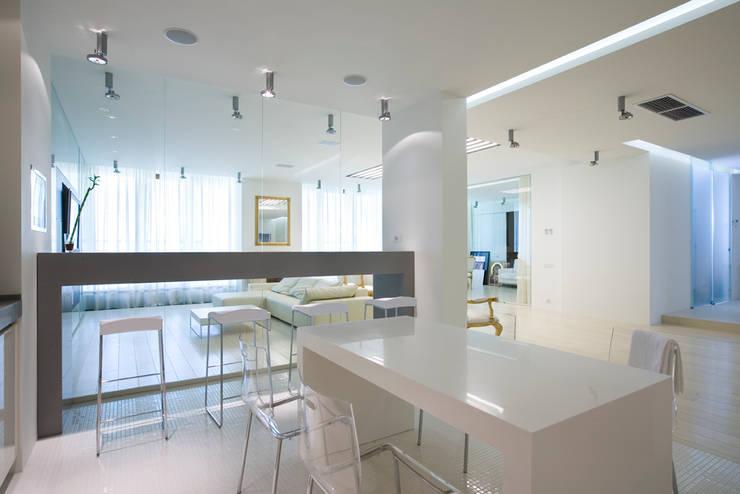 Квартира в Молочном переулке 270 м2: Кухни в . Автор – Gallery 63, Минимализм
