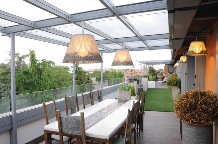 Loft  a Modena: Terrazza in stile  di ZPZ PARTNERS