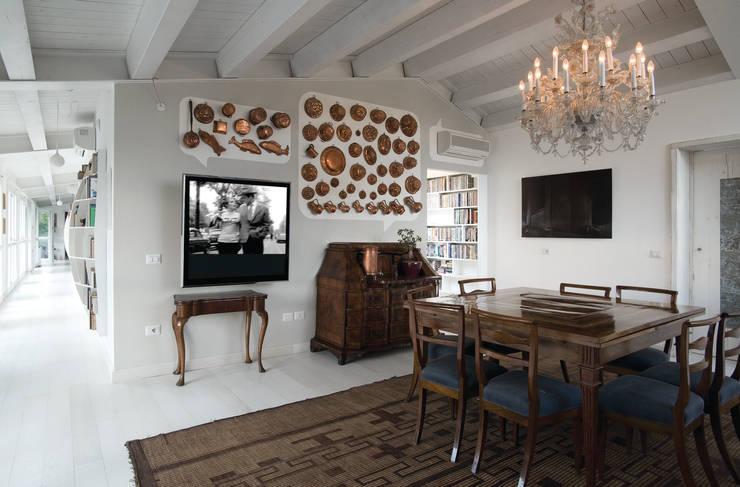 Loft  a Modena: Sala da pranzo in stile in stile Moderno di ZPZ PARTNERS