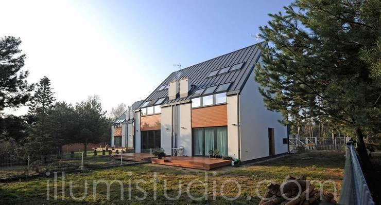 DOMY w ZABUDOWIE BLIŹNIACZEJ: styl , w kategorii Domy zaprojektowany przez ILLUMISTUDIO,Minimalistyczny