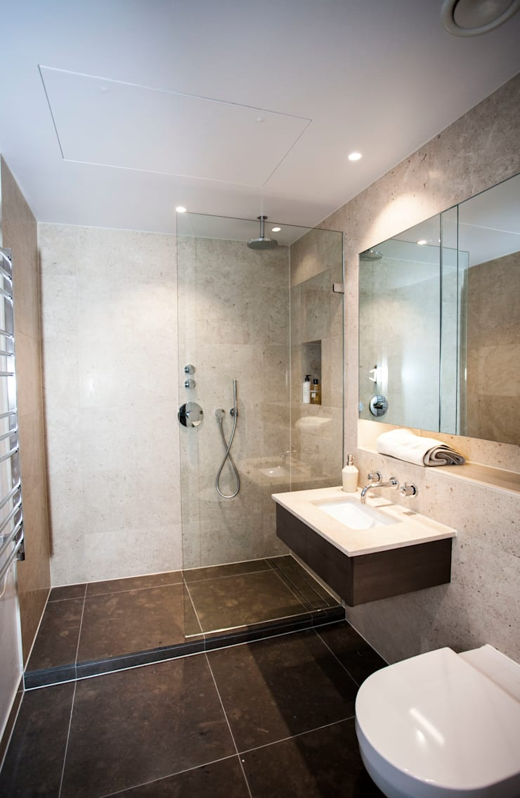 Luxury Residential:  Bathroom by trulli Design