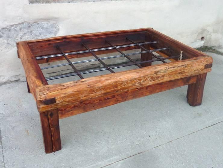 Table de salon en bois ancien: Salon de style  par Melcréationsbois