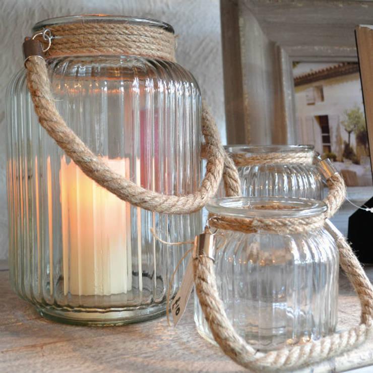 Natural t light holders:  Living room by Tina Bucknall