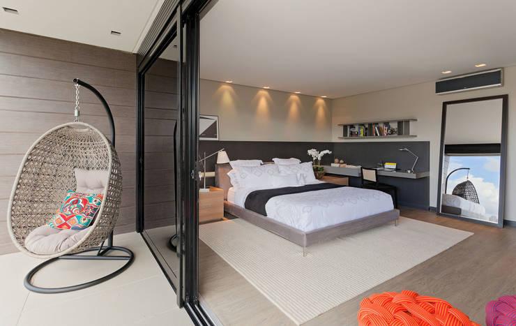 Projekty,  Sypialnia zaprojektowane przez LEDS Arquitetura