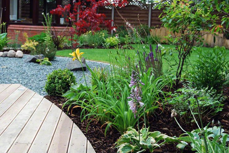 Jardin de style  par Lush Garden Design, Asiatique