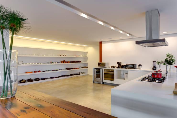 Cozinha: Cozinhas minimalistas por Denise Macedo Arquitetos Associados