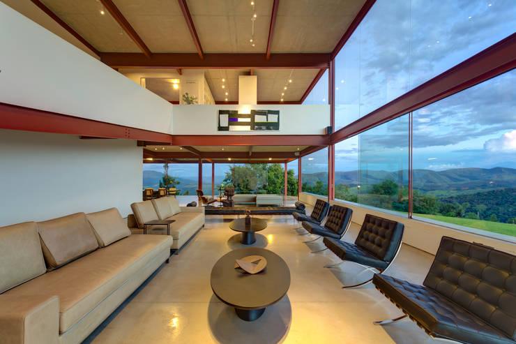 Sala de estar - Living: Salas de estar  por Denise Macedo Arquitetos Associados