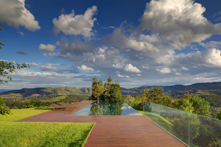 Piscina in stile In stile Country di Denise Macedo Arquitetos Associados