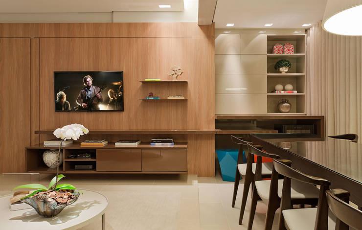 Apartamento Cennario: Salas de estar modernas por LEDS Arquitetura