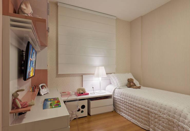 Quarto Infantil menina: Quarto infantil  por LEDS Arquitetura
