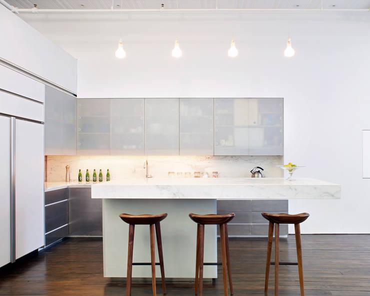 Greene Street Loft:  Kitchen by Slade Architecture