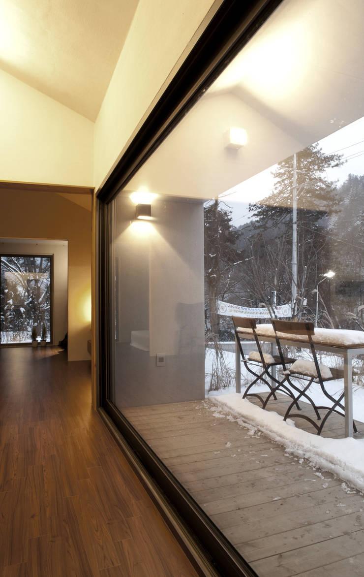 S house: 백에이어소시에이츠의  주택