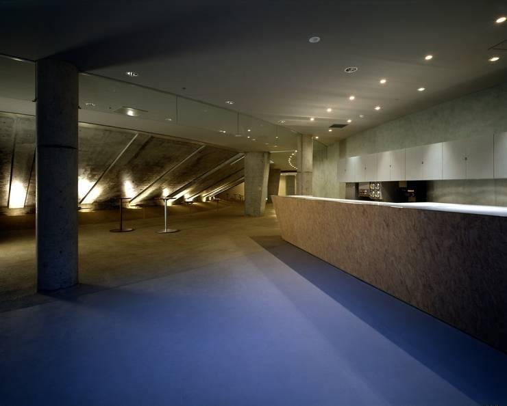Espacios comerciales de estilo  de 株式会社 伊坂デザイン工房