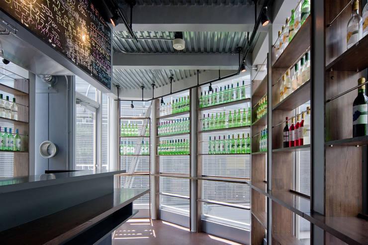 根室食堂 : 株式会社 伊坂デザイン工房が手掛けた商業空間です。