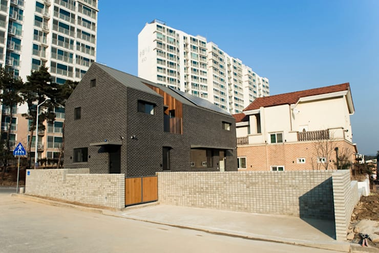 대전 하기동 주택: (주)오우재건축사사무소 OUJAE Architects의  주택