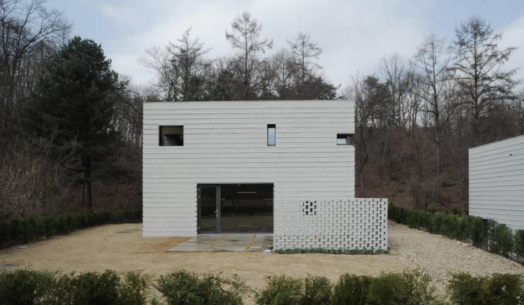 the house of hill : c house: 백에이어소시에이츠의  주택
