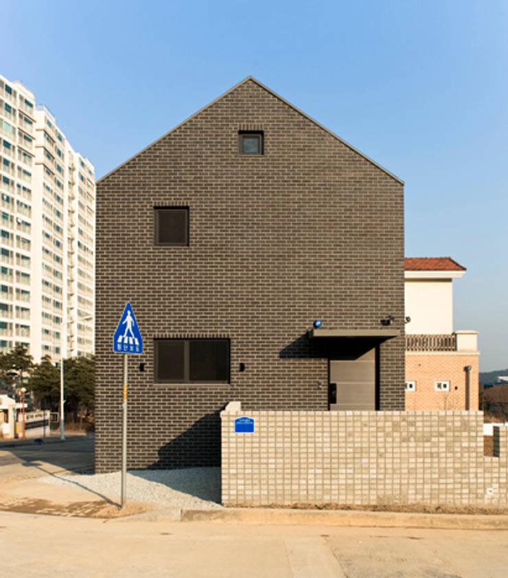 Häuser von (주)오우재건축사사무소 OUJAE Architects