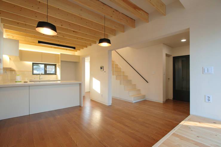 남양주 송촌리 주택: (주)오우재건축사사무소 OUJAE Architects의  주방