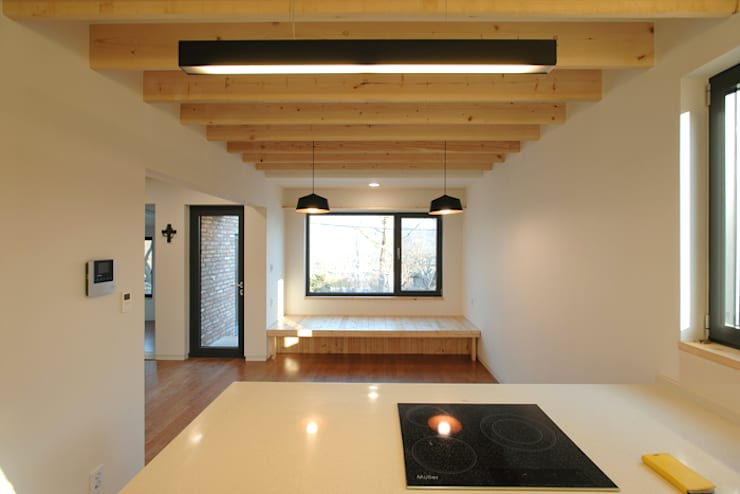 남양주 송촌리 주택: (주)오우재건축사사무소 OUJAE Architects의  다이닝 룸