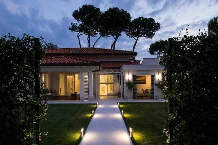 INGRESSO PRINCIPALE-garden: Case in stile  di Studio Architettura Carlo Ceresoli