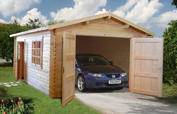 Garaje de madera: Casetas de jardín de estilo  de Naipex Jardín, S.L.U.