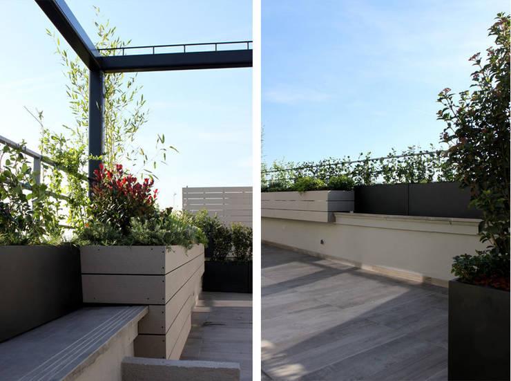 Terraza en Madrid con Pérgola: Balcones y terrazas de estilo  de La Habitación Verde