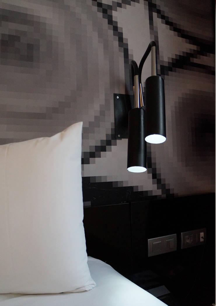 Salón con dos ambientes: Dormitorios de estilo  de MUSTING DESIGN
