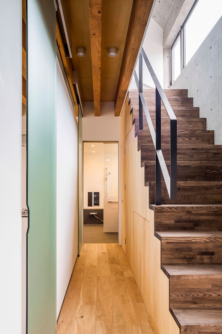 MIY: ZOYA Design Officeが手掛けた廊下 & 玄関です。