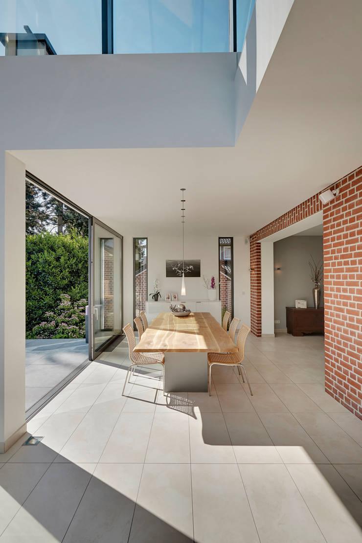 Comedores de estilo moderno de 28 Grad Architektur GmbH Moderno